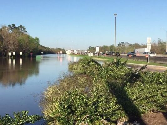 Flooding closes I-10 at Louisiana-Texas state line