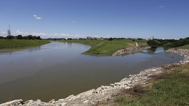 2 fishermen dead after falling into trinity river in fort for Trinity river fishing spots