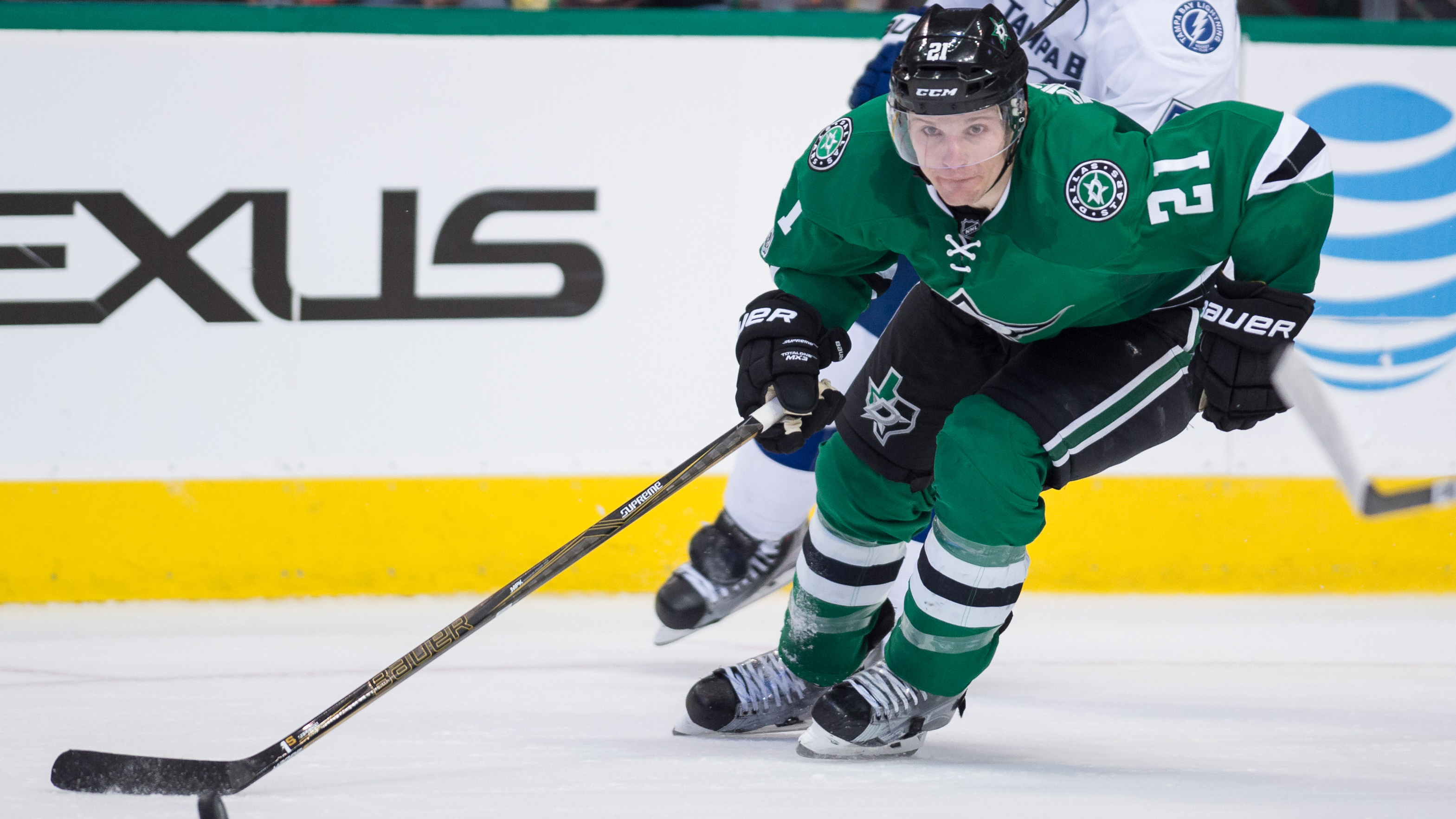 How stars can keep roussel from becoming a las vegas for Interieur sport antoine roussel